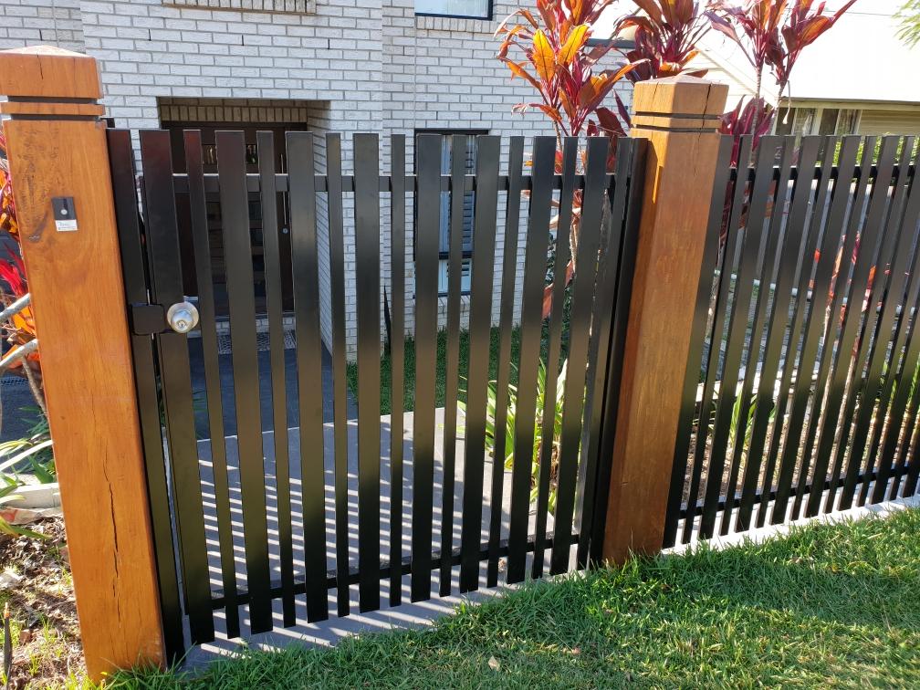 Aluminium Vertical Slat Gate_www.thefabcompany.com